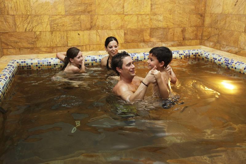 Hostal rural montual junto al balneario rabe de graena aguas termales de calidad para su salud - Piscina arabial granada precios ...